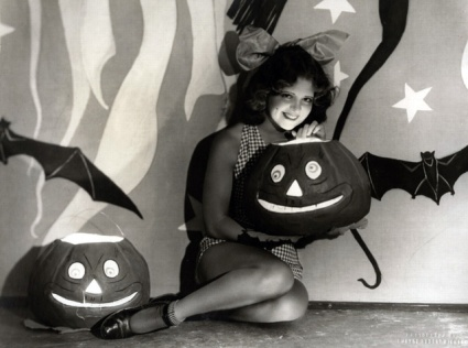 Clara Bow poses as a Halloween pinup.